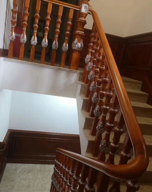 阁楼实木楼梯安装