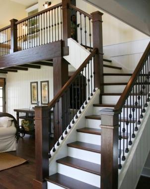 复式实木楼梯