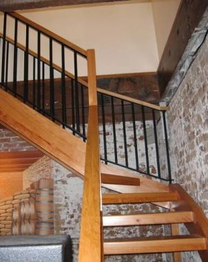 现代复式实木楼梯