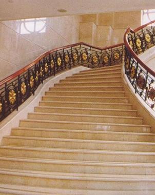 酒店实木楼梯踏步